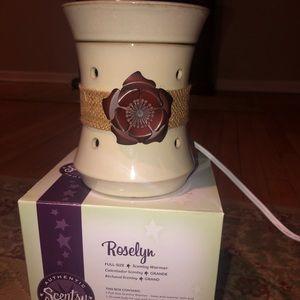 Full Size Roselyn Scentsy Warmer